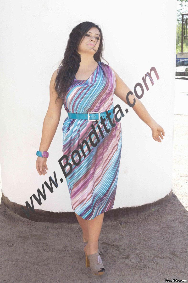 Платья девушек и женщин тоже похожи на цветочные поляны и клумбы). Настоящее летнее платье это платье с цветочными принтами