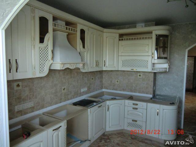 Белую кухню  стиле