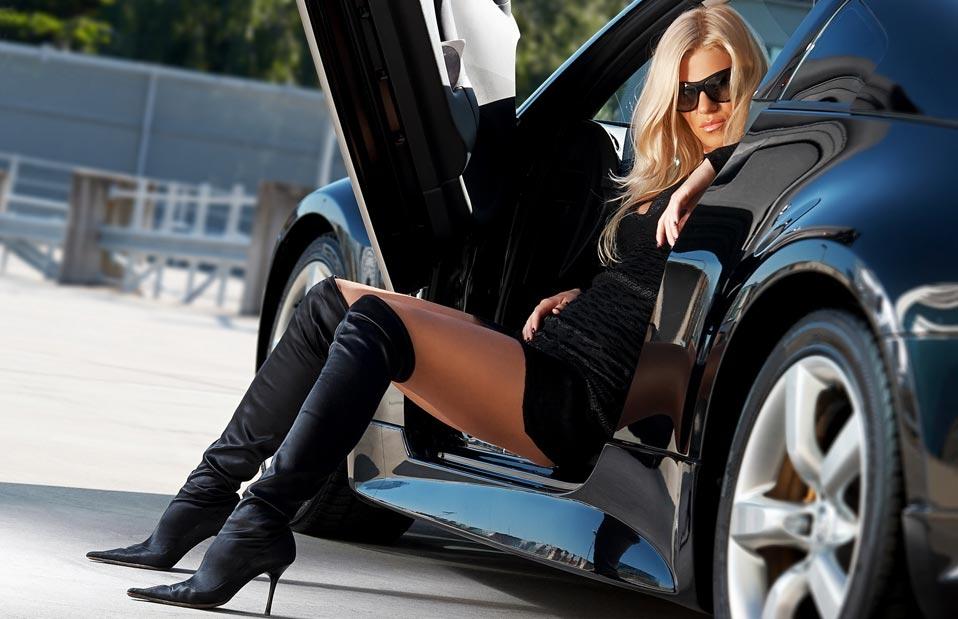 девушки в машинах фото