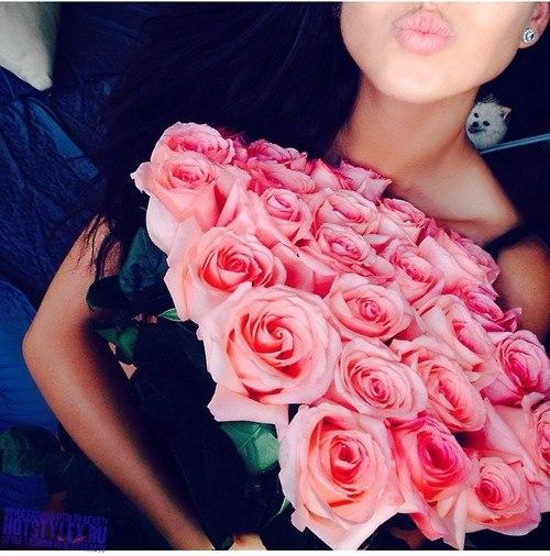 Фото реальное девушки с цветами
